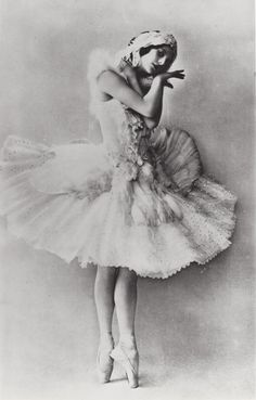 Anna Pavlova - c. 1905 - The Dying Swan - Costume design by Leon Bakst