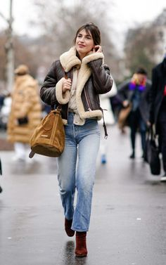 24 Paris Fashion Week Outfit Ideas I Could Actually Wear IRL Haute Couture Fashion Week street style January Jeanne Damas wearing a shearling jacket and jeans Looks Street Style, Looks Style, Men's Style, Mode Outfits, Fashion Outfits, Fashion Trends, Style Fashion, Cheap Fashion, Womens Fashion