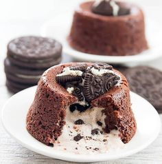 Lava Cakes A rich and decadent comfort dessert. Chocolate cakes stuffed with an oreo filling.A rich and decadent comfort dessert. Chocolate cakes stuffed with an oreo filling. Oreo Dessert Recipes, Lava Cake Recipes, Lava Cakes, Just Desserts, Delicious Desserts, Yummy Food, Desserts Diy, Bundt Cakes, Chocolate Lava Cake