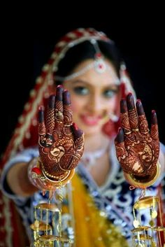 Indian wedding poses, indian wedding bride, indian bridal photos, wedding p Indian Wedding Poses, Indian Bridal Photos, Indian Wedding Couple Photography, Bride Photography, Bride Indian, Indian Engagement Photos, Indian Bride Poses, Photography Ideas, Indian Mehendi