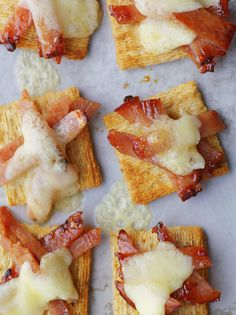 Wake up everyone's taste buds with crisp bacon, sweet syrup and aged white cheddar atop TRISCUIT Crackers. Also known as, the bacosyrucheescuit.