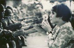 Marc Ribaud. Guerra del Vietnam, 1967. http://catalogo.artium.org/dossieres/4/fotoperiodismo-la-realidad-captada-por-el-objetivo/historia/de-los-anos-70-la-actualidad