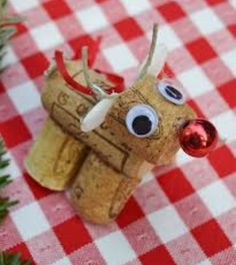This reindeer is made out of cork and is so adorable, it's a great idea to make around cristmas and you can use it for so many things (ie: an ornament or decoration)