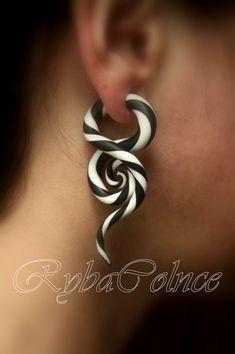 Fake ear gauge Faux gauge/Gauge earrings/spiral by RybaColnce Fake Piercing, Ear Piercings, Faux Écarteurs, Fake Gauge Earrings, Diy Earrings, Pearl Earrings, Bodies, Faux Gauges, Plugs