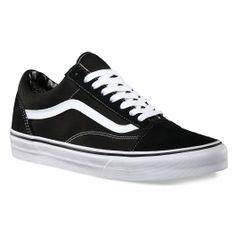 VANS Old Skool black white chaussures semi-montantes 75,00 € #vans #vansotw #vansoffthewall #offthewall #vansera #vansauthentic #sneakers #sneaker #shoe #shoes #chaussure #chaussures #skate #skateboard #skateboarding #streetshop #skateshop @PLAY Skateshop