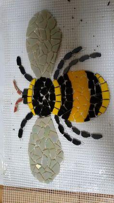 Mosaic Garden Art, Mosaic Tile Art, Mosaic Flower Pots, Mosaic Artwork, Mosaic Diy, Mosaic Crafts, Mosaics, Mosaic Rocks, Mosaic Stepping Stones