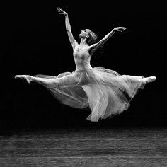 juotin:  Maria Kowroski in Serenade. Photo © Paul Kolnik