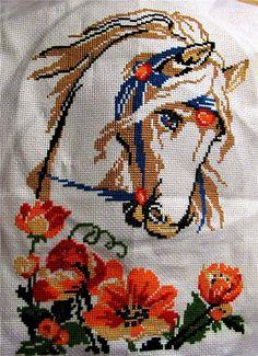 Cross Stitch Horse, Simple Cross Stitch, Cross Stitch Animals, Cross Stitch Flowers, Baby Embroidery, Embroidery Flowers Pattern, Embroidery Stitches, Religious Cross Stitch Patterns, Cross Stitch Cushion
