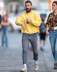 Shia LaBeouf knows how to nail off-duty colour. Shia LaBeouf knows how to nail off-duty colour. Mode Outfits, Casual Outfits, Men Casual, Fashion Outfits, Simple Outfits, Fashion Clothes, Fashion Shoes, Normcore Fashion, Mens Fashion