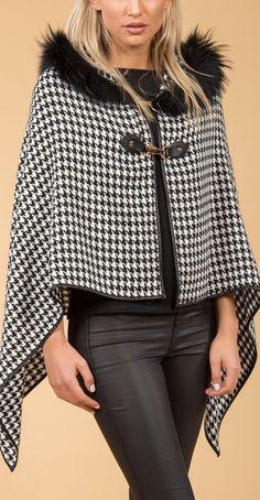 Cashmere Wrap With Coney Fur Pom Poms Fashion Sewing, Diy Fashion, Winter Fashion, Fashion Dresses, Womens Fashion, Fur Trimmed Cape, Cape Designs, Top Mode, Cashmere Wrap