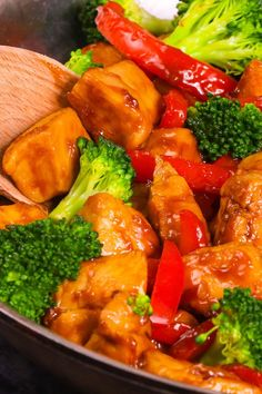 Honey Garlic Chicken is a super easy chicken recipe cooked in 15 minutes. Mouthwatering and tender chicken is coated with the most delicious honey garlic sauce. Sticky, sweet and garlicky, the perfect weeknight chicken meal! Plus video recipe tutorial! Chicken Vegetable Stir Fry, Easy Chicken Stir Fry, Chicken And Vegetables, Lemon Garlic Chicken Pasta, Garlic Chicken Recipes, Garlic Sauce, Yum Yum Chicken, Cooking Recipes, Diabetic Recipes