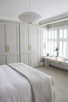Quiet and fresh bedroom // neutral bedroom decor with built-in . - Quiet and fresh bedroom // neutral bedroom decor with built-in ins Quiet and fresh bedroom // neutr - Neutral Bedroom Decor, Neutral Bedrooms, Home Decor Bedroom, Trendy Bedroom, Master Bedrooms, Master Bedroom Wardrobe Designs, Budget Bedroom, Paint Colours For Bedrooms, Bedroom Colour Schemes Neutral