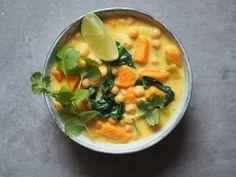 Curry z batatów, ciecierzycy i szpinaku