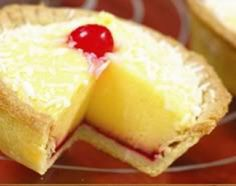 tart with custard filling - Manchester tart is a traditional English baked tart consisting of a shortcrust pastry shell, spread with raspberry jam, covered with a custard filling and topped with flakes of coconut and a Maraschino cherry. Baking Recipes, Cake Recipes, Dessert Recipes, Pudding Recipes, Baking Tips, Sweet Pie, Sweet Tarts, Nigella, Manchester Tart Recipes