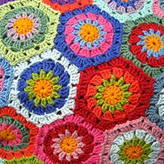 Lovely hexagon blanket. Download this free pattern at allcrochetpatterns.net