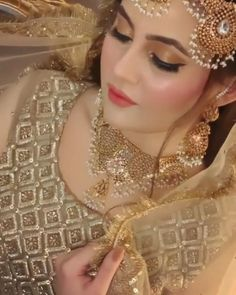 Bridal Makeup Videos, Bridal Eye Makeup, Bridal Makeup Looks, Bridal Looks, Pakistani Makeup Looks, Pakistani Bridal Makeup, Indian Bridal Outfits, Wedding Girl, Wedding Dresses For Girls