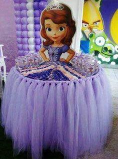 Tatacua | Como vestir y decorar una mesa de souvenirs con forma de princesa para cumpleaños infantiles