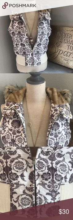 Aeropostale Women's Fur Trim Vest. White and Brown Beautiful condition. Like new Aeropostale Women's size M fur lined vest.  Shell 100% Polyester  Lining 100% Acrylic with 100% Polyester backing Hood/Trim 100% Acrylic  Filler 55% Down 45% Waterfowl   Machine wash cold  Tumble dry when needed Aeropostale Jackets & Coats Vests