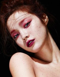 Han Eu Ddeum by Kim Eo Mil for Allure Korea April 2015. Pink eye make up.