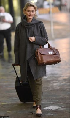 Emilia Fox – An English Rose / Silent Witness star looking stylish in a shawl coat. Also, well-known for her role as Georgianna in Pride and Prejudice. Emilia Fox Silent Witness, Detective, Style Challenge, Old Actress, British Actresses, Pride And Prejudice, Celebrity Style, Female, My Style