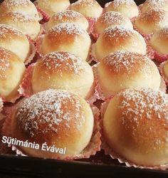 Sütés után pille könnyű… Nekem a végeredményt tekintve közelebb van a fánkhoz, mint egy buktához. hozzávalók Tészta : 40 dkg finomliszt 1/2 kk só 2 dl tej 6 dkg porcukor 2,5 dkg élesztő 8 dkg vaj 1 egész tojás Töltelék … Egy kattintás ide a folytatáshoz.... → Pancake Muffins, Pancakes, Bread Dough Recipe, Confectionery, Bakery, Dessert Recipes, Food And Drink, Cooking Recipes, Sweets