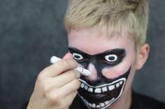 Drawing on the nose with NYX Jumbo Eye Pencil in Milk. Halloween Fancy Dress, Halloween 2017, Halloween Make Up, Halloween Face Makeup, Face Paint Makeup, Sfx Makeup, Costume Makeup, Cosplay Diy, Cosplay Ideas