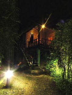 La noche te presenta un escenario único lleno de belleza. Reserva en facebook@arasharesort.com
