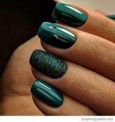 Wondergul green manicure with glitter | Inspiring Ladies