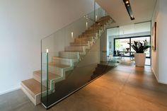 Faltwerktreppe Sankt Augustin : Modern corridor, hallway & stairs by lifestyle-treppen.de