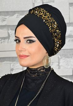 Turban Hijab, Mode Turban, Muslim Fashion, Hijab Fashion, Evening Gowns Couture, Sewing Scarves, Scarf Knots, Beautiful Muslim Women, Vintage Dresses 50s