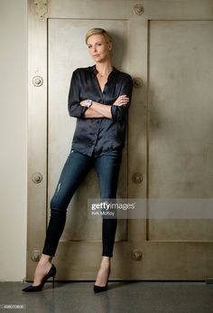 Charlize Theron Short Hair, Charlize Theron Oscars, Charliez Theron, Celebs, Celebrities, Fashion Shoot, Celebrity Style, Short Hair Styles, Street Style