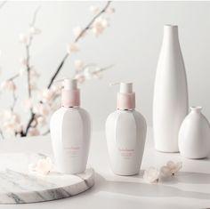 설화수 백은향 바디워시 & 로션-Sulwhasoo: White Breath Body Wash & Lotion — Amorepacific Design Center Makeup Package, Cosmetic Bottles, Cosmetic Design, Perfume, Design Poster, Cosmetic Packaging, Photography Tips, Product Photography, Branding