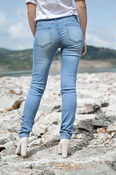 Tamara Bellis Fashion Blog Clothing Blogs, Double Denim, Denim Outfit, Sammy Dress, Blue Jeans, Skinny Jeans, Chic, Stylish, Classic