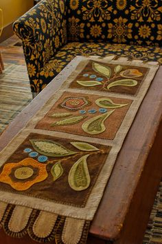 Wooly table runner by R. L. Smith #folkart http://rebekahlsmith.blogspot.com/