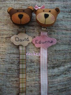 Felt Name, Babies Stuff, Baby Gifts, Gift Ideas, Personalized Items, Bears, Short Hair, Handmade Crafts, Baby Pacifiers