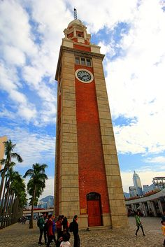 Esta é a famosa Torre do Relógio, ao lado do Hong Kong Espace Museum. . The Clock Tower is a landmark in Hong Kong.