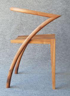 Simon Young, designer basé du côté de Londres nous présente sa création baptisée Asia Chair, noyer et chêne tout en légèreté comme un hommage à ses origines #design  #chaise