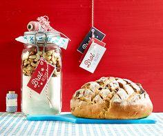 Brotmix und Brot  Tolle Geschenkidee für selbstgemachtes Brot mit einer MIschung aus Baumnüssen, Cashew, Haselnuss und Sultanien!