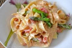 Asparagus paste - coral and mauve - Pasta Recipes Veggie Recipes, Pasta Recipes, Salad Recipes, Healthy Recipes, Asparagus Pasta, Fresh Asparagus, Italian Cookie Recipes, The Fresh, Pasta Dishes