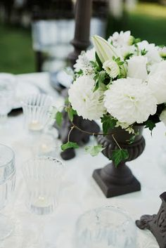 Black and White Wedding Centerpieces - http://simpleweddingstuff.blogspot.com/2013/12/black-and-white-wedding-centerpieces.html