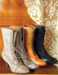 If you want to find very comfortable wedding shoes you have two top choices, one is to wear cowgirl wedding boots (as many of our readers choose). However, cowgirl boots aren't for everyone, even i… Victorian Shoes, Victorian Lace, Victorian Fashion, Victorian Clothing Women, Victorian Costume, Victorian Women, Vintage Boots, Vintage Outfits, Lace Up Boots
