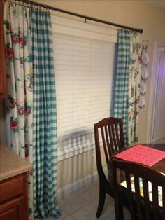 Woman curtains using tableclothsPioneer Woman curtains using tablecloths woman kitchen decor Kitchen Dinning Room, Teal Kitchen, Kitchen Redo, Country Kitchen, Kitchen Remodel, Kitchen Ideas, 50s Kitchen, Pioneer Woman Dishes, Pioneer Woman Kitchen