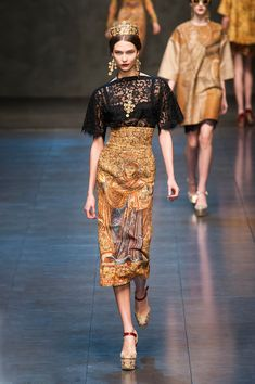 Dolce & Gabbana at Milan Fashion Week Fall 2013 - Runway Photos London Fashion Weeks, Fashion Week Paris, High Fashion, Fashion Show, Fashion Design, Milan Fashion, Haute Couture Style, Couture Mode, Couture Fashion