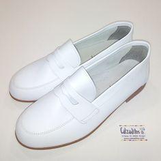 Calzado para niño entero en piel fabricado íntegramente en Villena (Alicante-España). Muy confortable. Zapatos ideales para Comunión, ceremonia o vestir. ENVIO GRATIS.