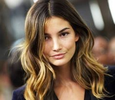 Ombre hair is a hair condition in which the hair color either fades or gets darker towards the end. This means that the entire hair strand does not change color. The color remains natural at the root, but towards the end there is a change.
