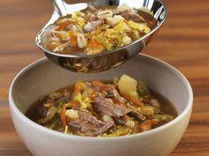 Rindersuppe mit Gemüse ist ein Rezept mit frischen Zutaten aus der Kategorie Rind. Probieren Sie dieses und weitere Rezepte von EAT SMARTER!