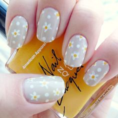 Nice gray and white with just a touch of yellow. Sophisticated daisies.
