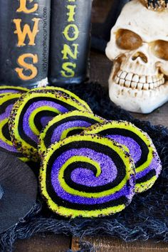 Witches Brew Halloween Butter Cookies | Fun Halloween cookies that literally melt in your mouth! These Witches Brew Halloween Butter Cookies... ♛BOUTIQUE CHIC♛ Halloween Food Crafts, Chic Halloween, Halloween Baking, Halloween Appetizers, Halloween Desserts, Halloween Cookies, Halloween Boo, Holiday Desserts, Halloween Treats