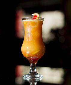 Fresh Orange Coffee    - 3/4 copo(s) de suco de laranja  - 1 e 1/3 colher(es) de sopa de cointreau  - 1/4 copo(s) de vodca  - Gelo a gosto  - 1 e 1/3 colher(es) de sopa de café coado    Em uma coqueteleira adicione o suco de laranja, o cointreau, a vodca e gelo a gosto. Bata até gelar, coloque a mistura no copo e despeje o café coado sobre a bebida.