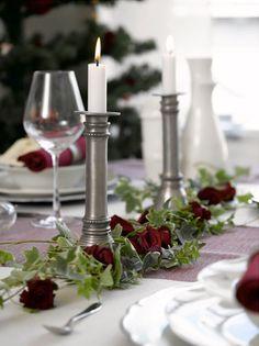 Ingeniørfruens tips om borddekorasjon av roser og eføy